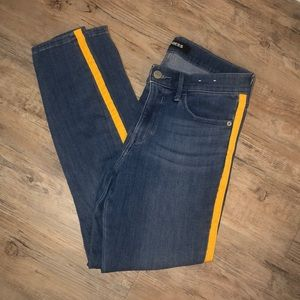 Stretchy Jeans with Yellow Line
